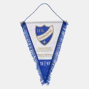 vimpel för vägg med IFK Norrköpings klubbemblem och alla guldår
