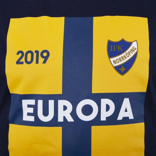 detaljbild mörkblå t-shirt för Europa League 2019