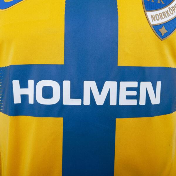 detaljbild Holmen på gul och blå t-shirt för Europa League 2019